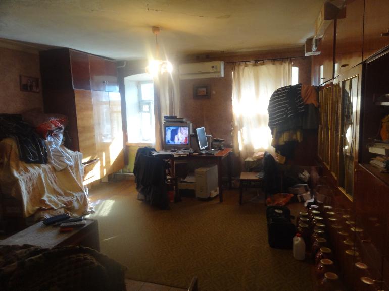 Продам 3-комнатную квартиру в городе Курск, на улице Володарского улица,  дом 75, 1-этаж 2-этажного Кирпичный дома, площадь: 70/50/7 м2
